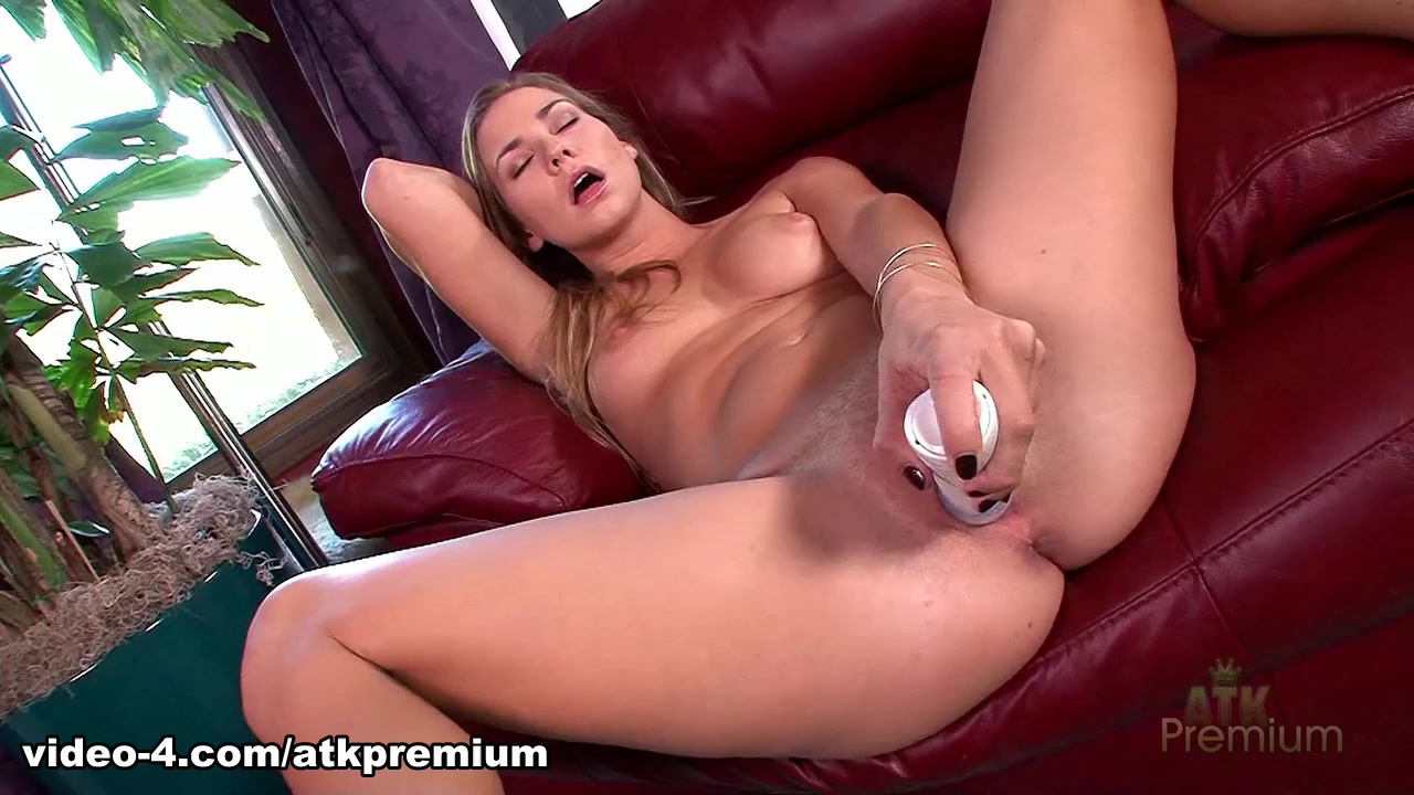 Incredible pornstar Courtney Dillon in Hottest Solo Girl, Masturbation adult movie 60 plus mif