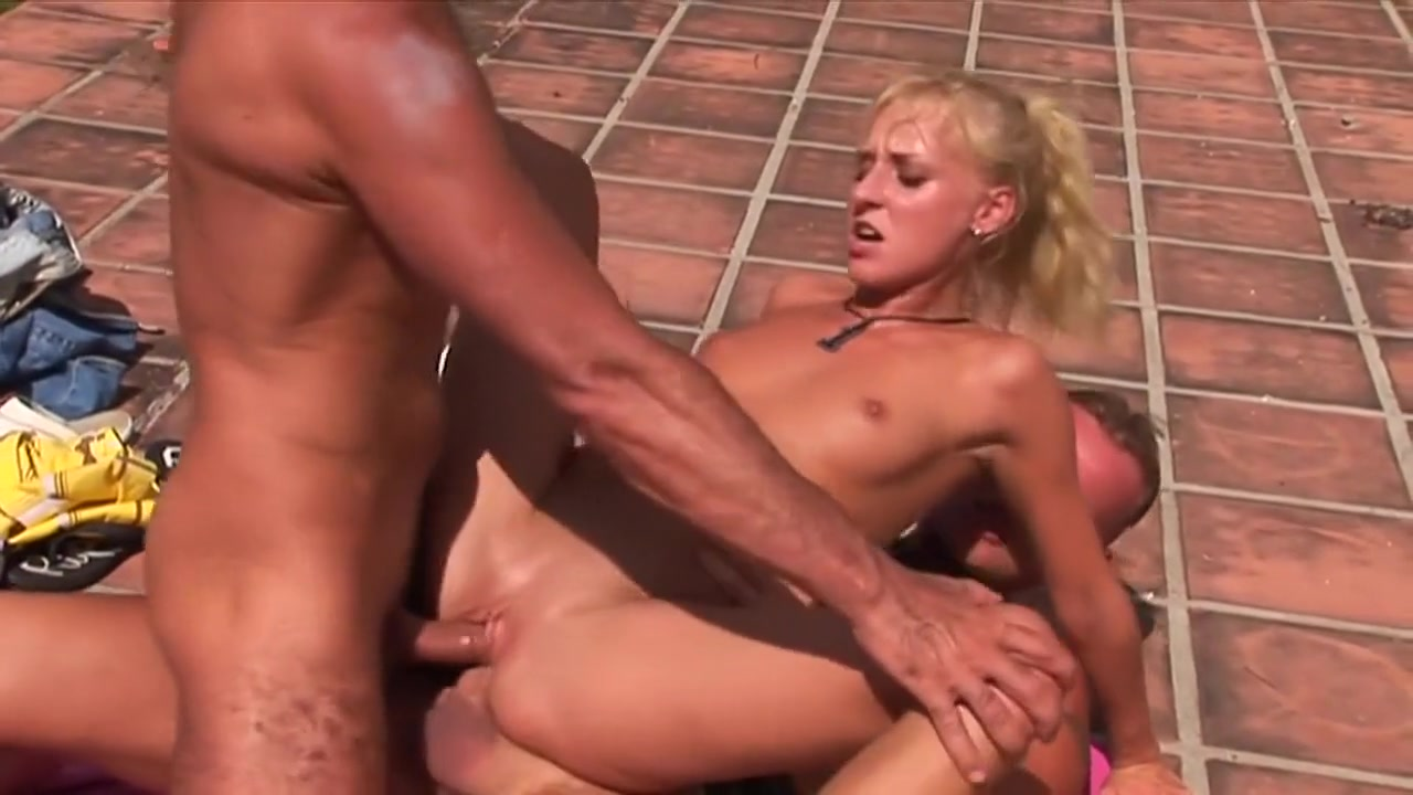 XXX pics Mature mistress foot slave