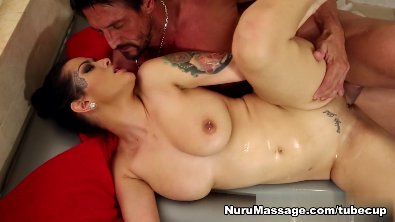 Christinger ariane dating Naked xXx Base pics