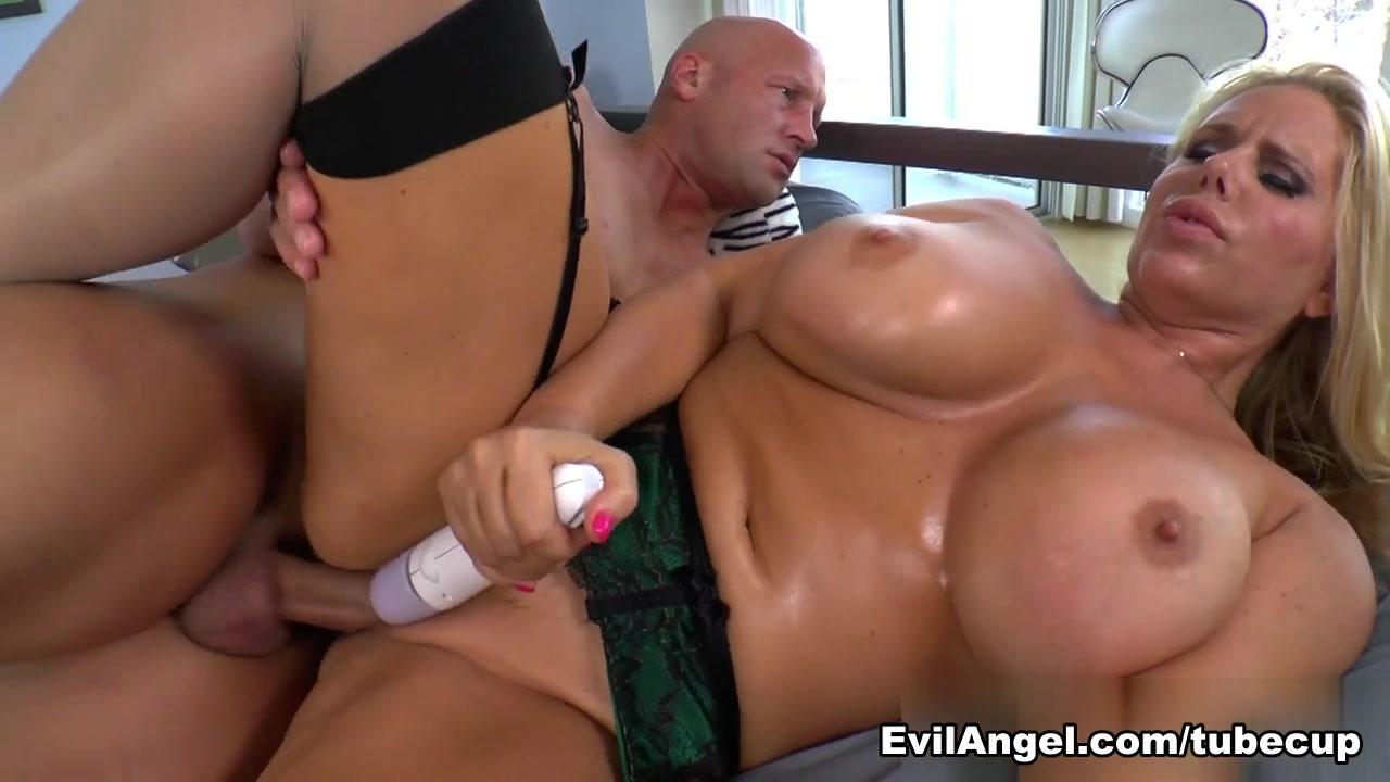 Sunny Leone Double Fucked Porn pic