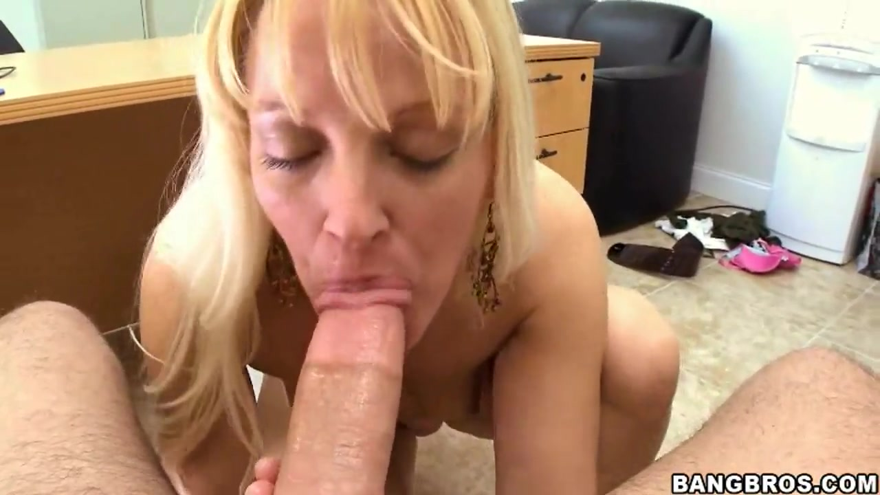 Hot porno Caught milf feet