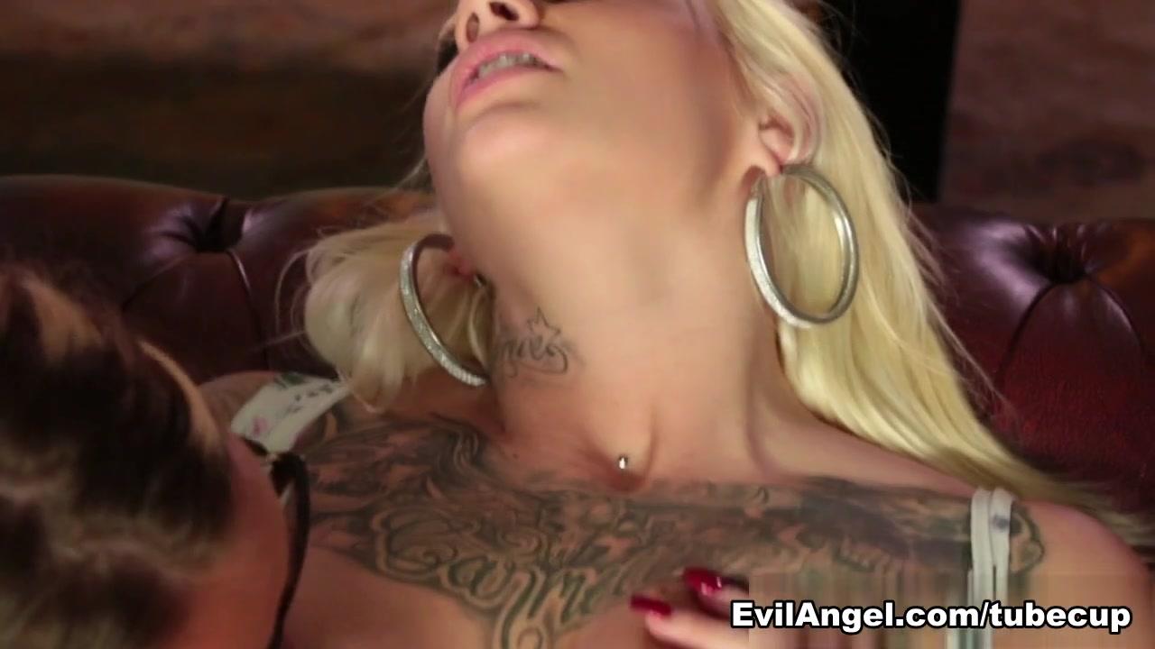 Masturbate Latino lesbianas sex
