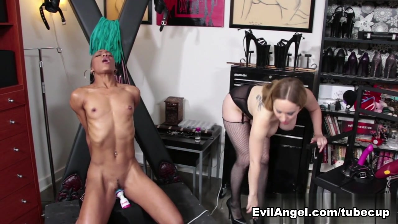 Pornb Latino licking lesbea