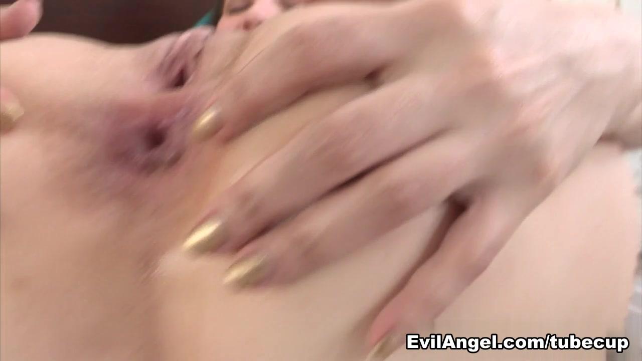 XXX Photo Married milf rubs her pussy