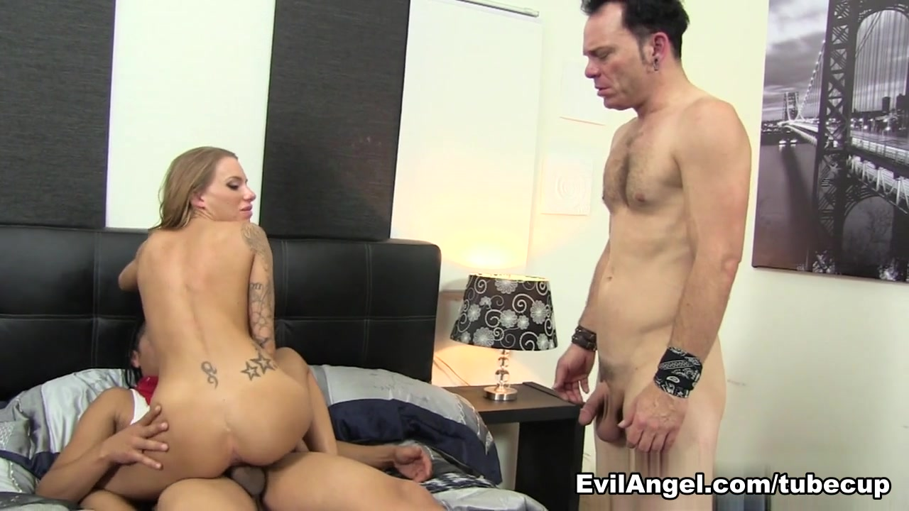 Pussy exposed on tv Nude gallery
