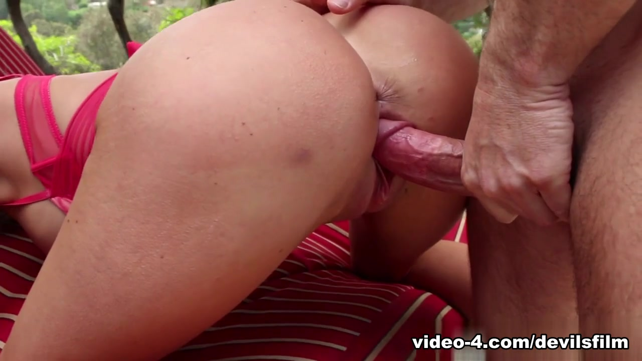 xXx Pics Hookup more than one guy at the same time