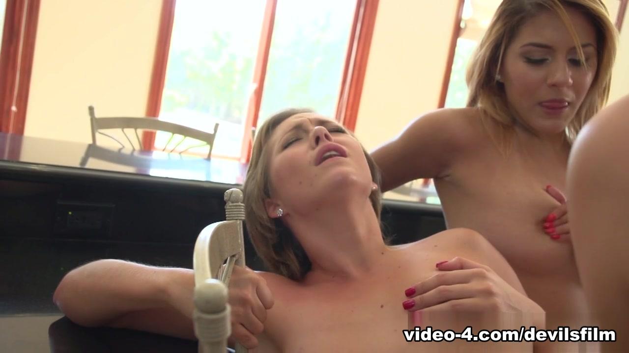 thai girl in room Naked FuckBook