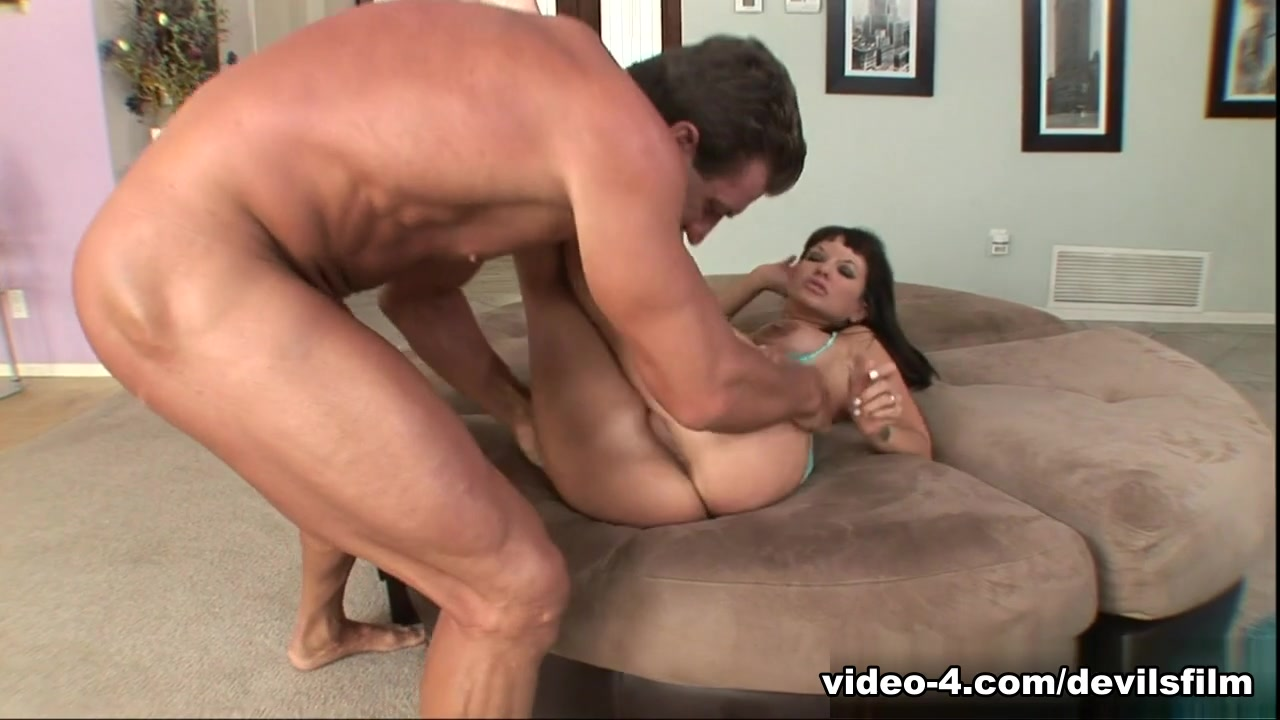 Porno photo Hot milf on the ground fingering