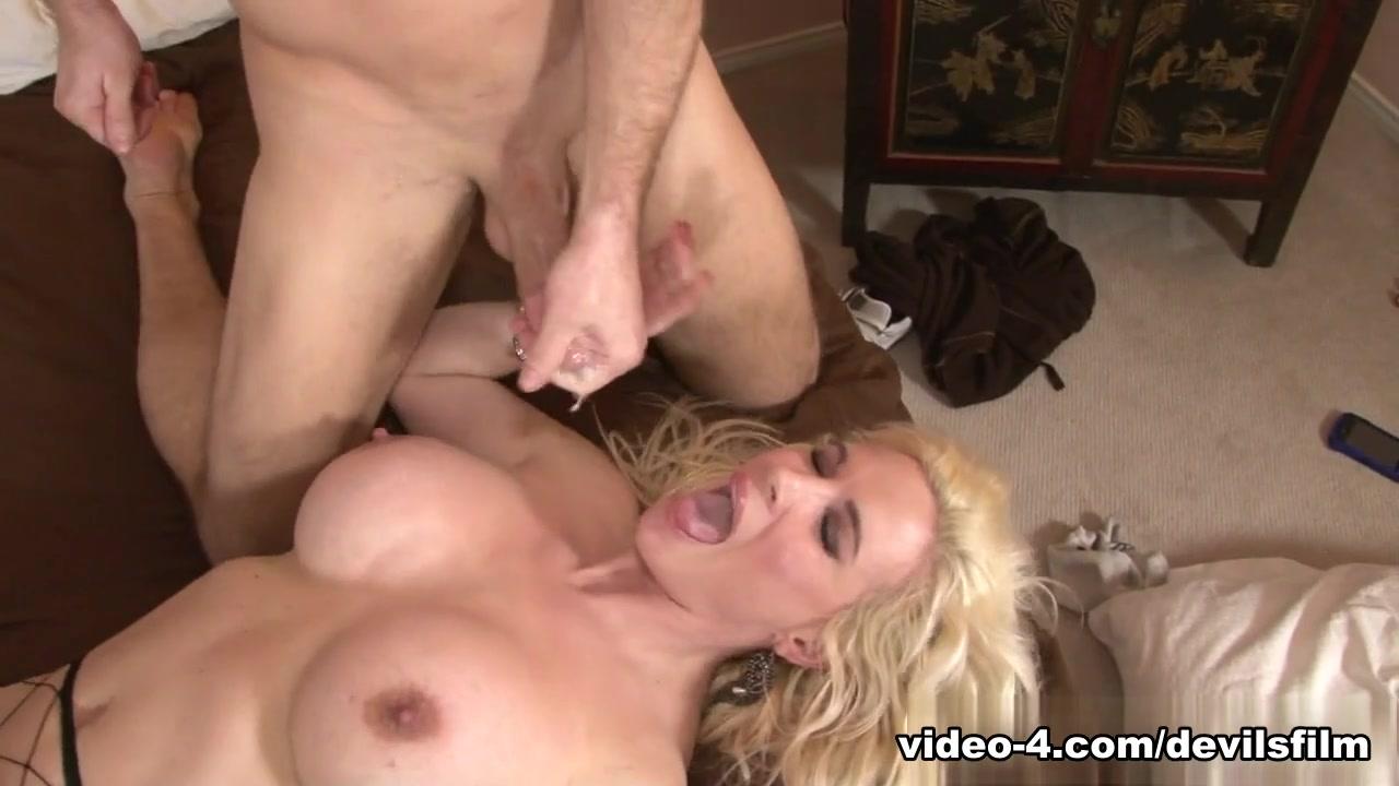 Legs spread yoga pants ass Porn Pics & Movies