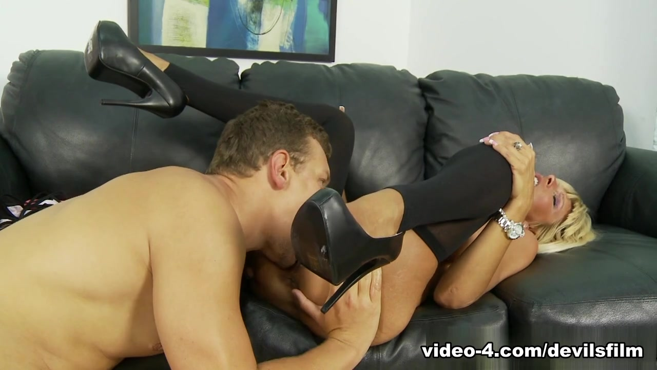 Real pussy licking pics xXx Galleries