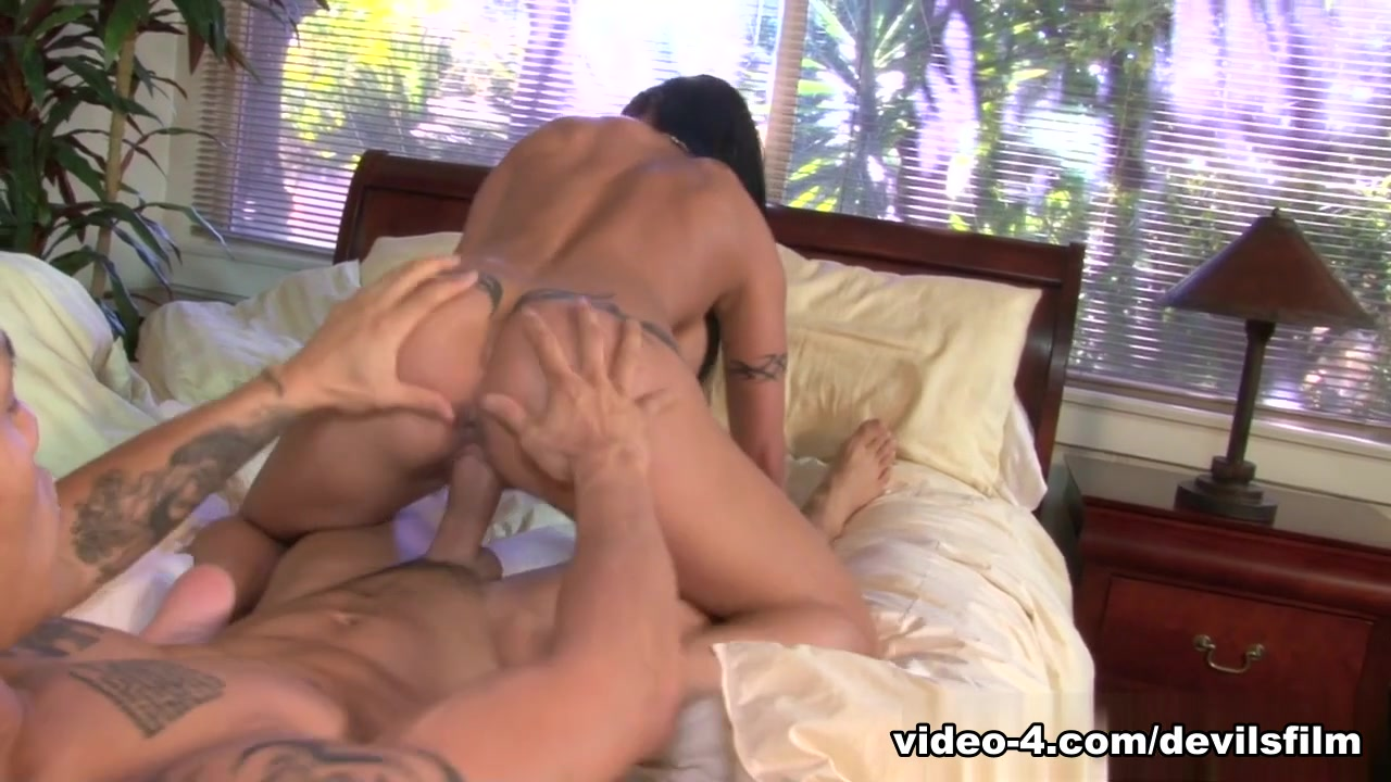 Porn archive Padma Masturbates With A Pom Juice Bottle And Squirts Gallons!