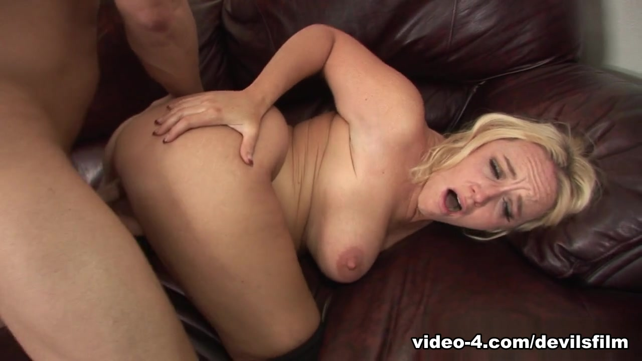 Incredible pornstar Dee Siren in Horny Blonde, MILF adult clip Black girl with big ass fucks