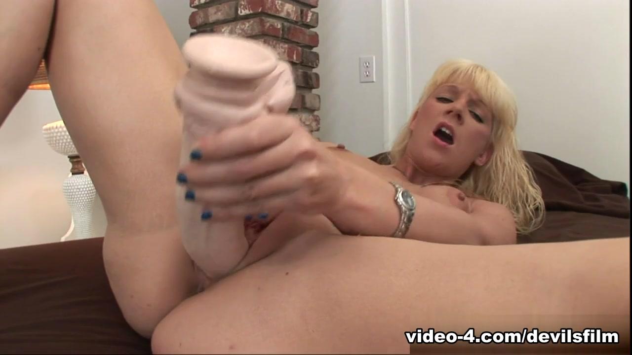 ebony pretty pussy threesome Porn Pics & Movies