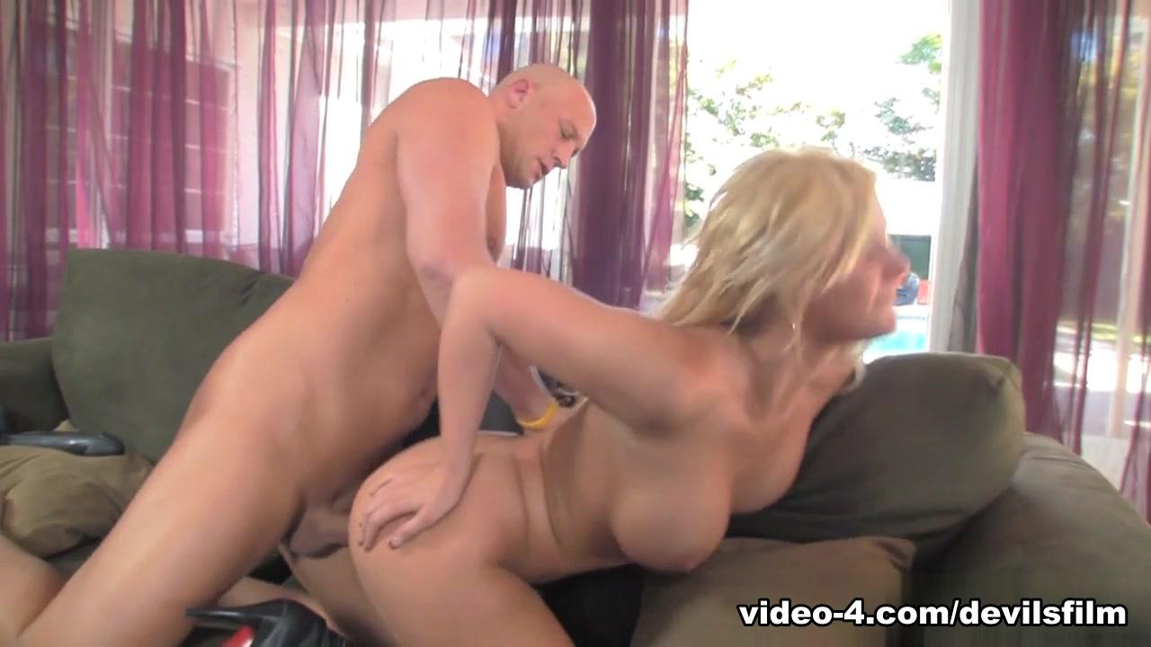 Nude gallery Women masturbating at work