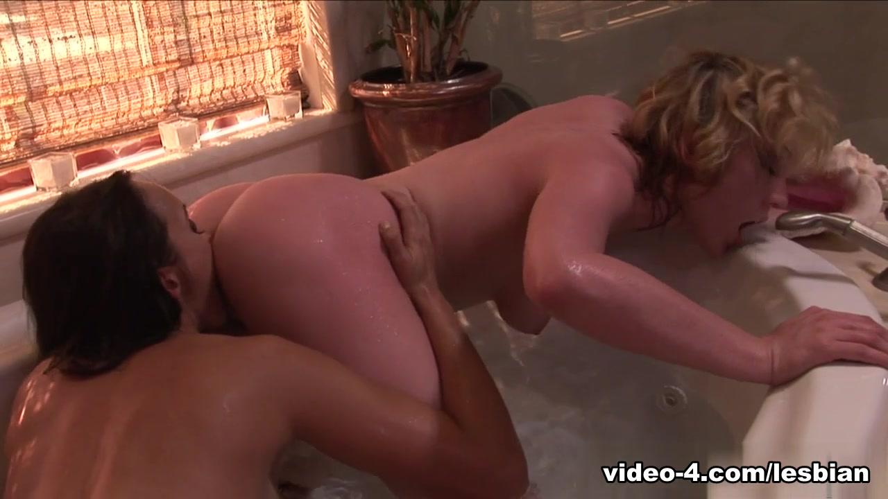 Striptease Lesbie horny