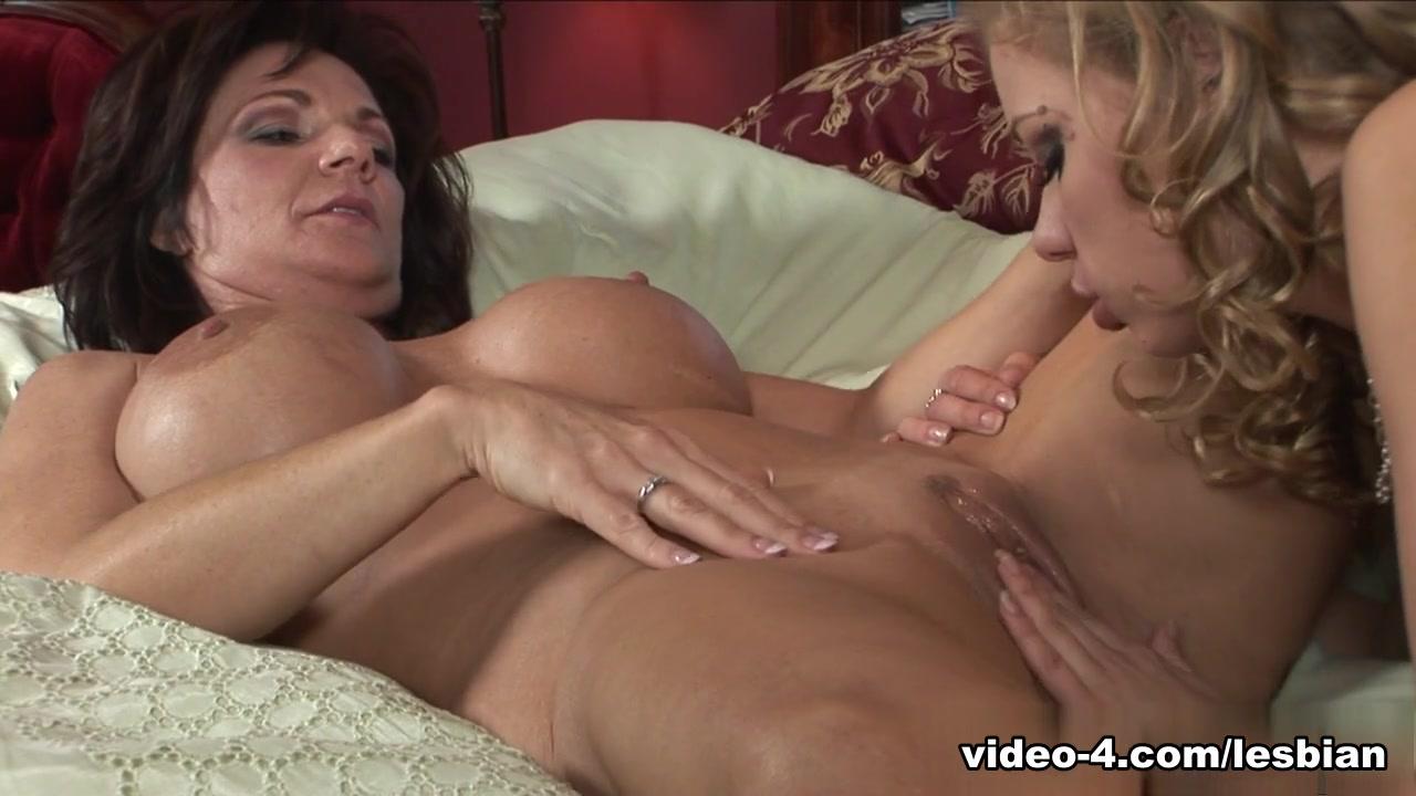 Orgasam Shower lesbi sexo