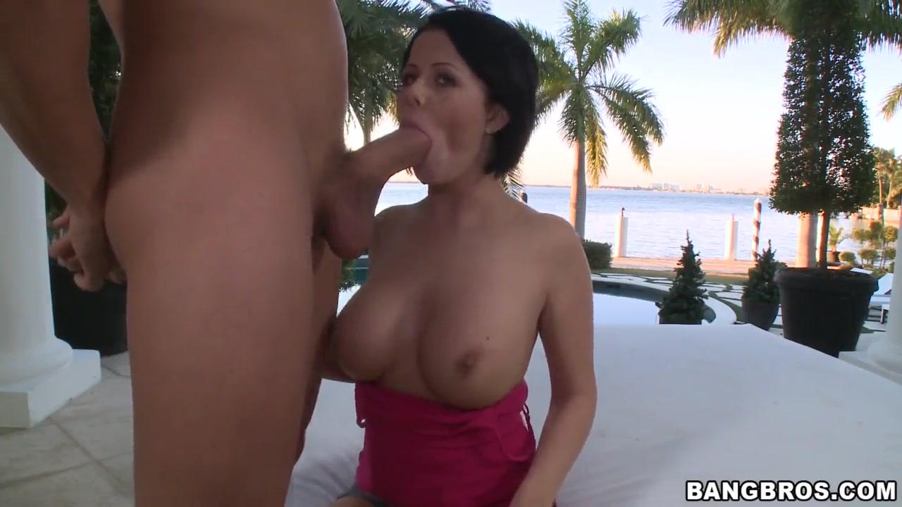 Ecuadorian milf Nude 18+