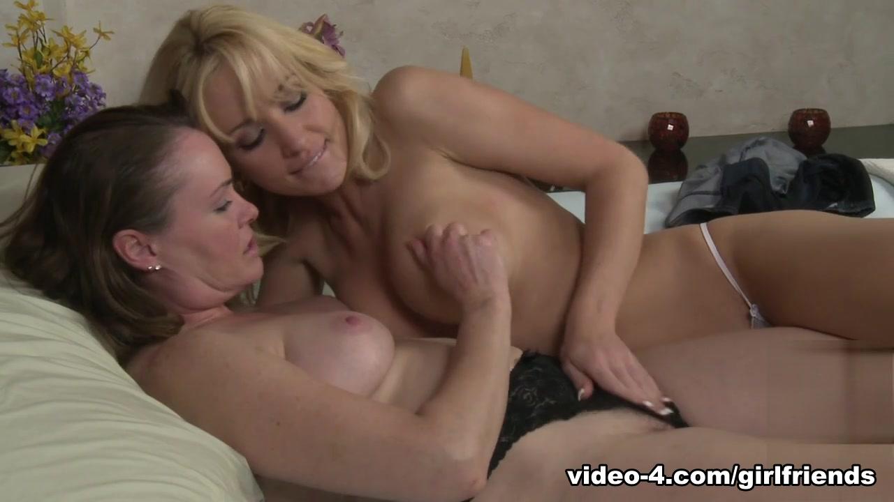 Pussy wife Massage lesbin licking