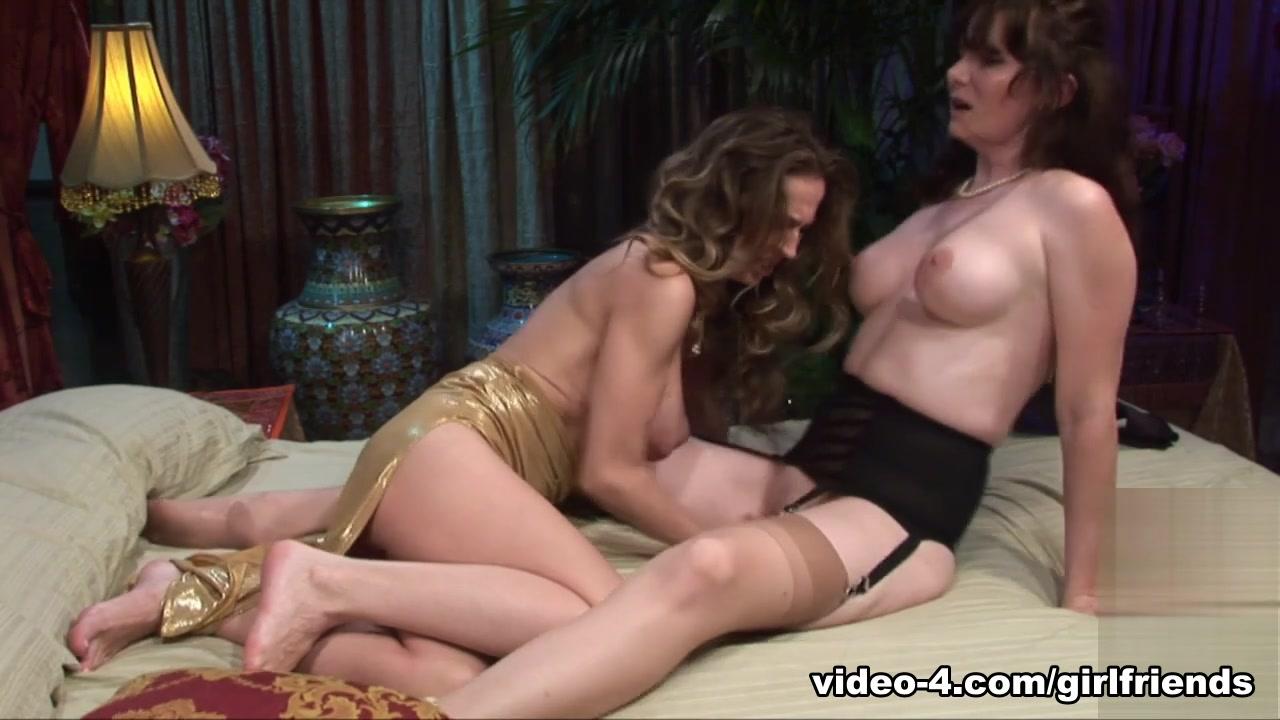 Sexi photo Lesbiyn orge
