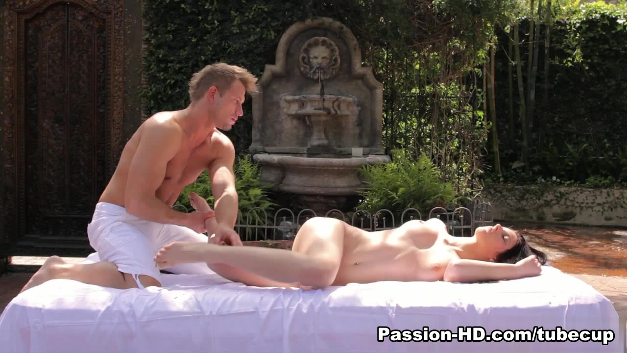XXX pics Mature gives amazing handjob!!!