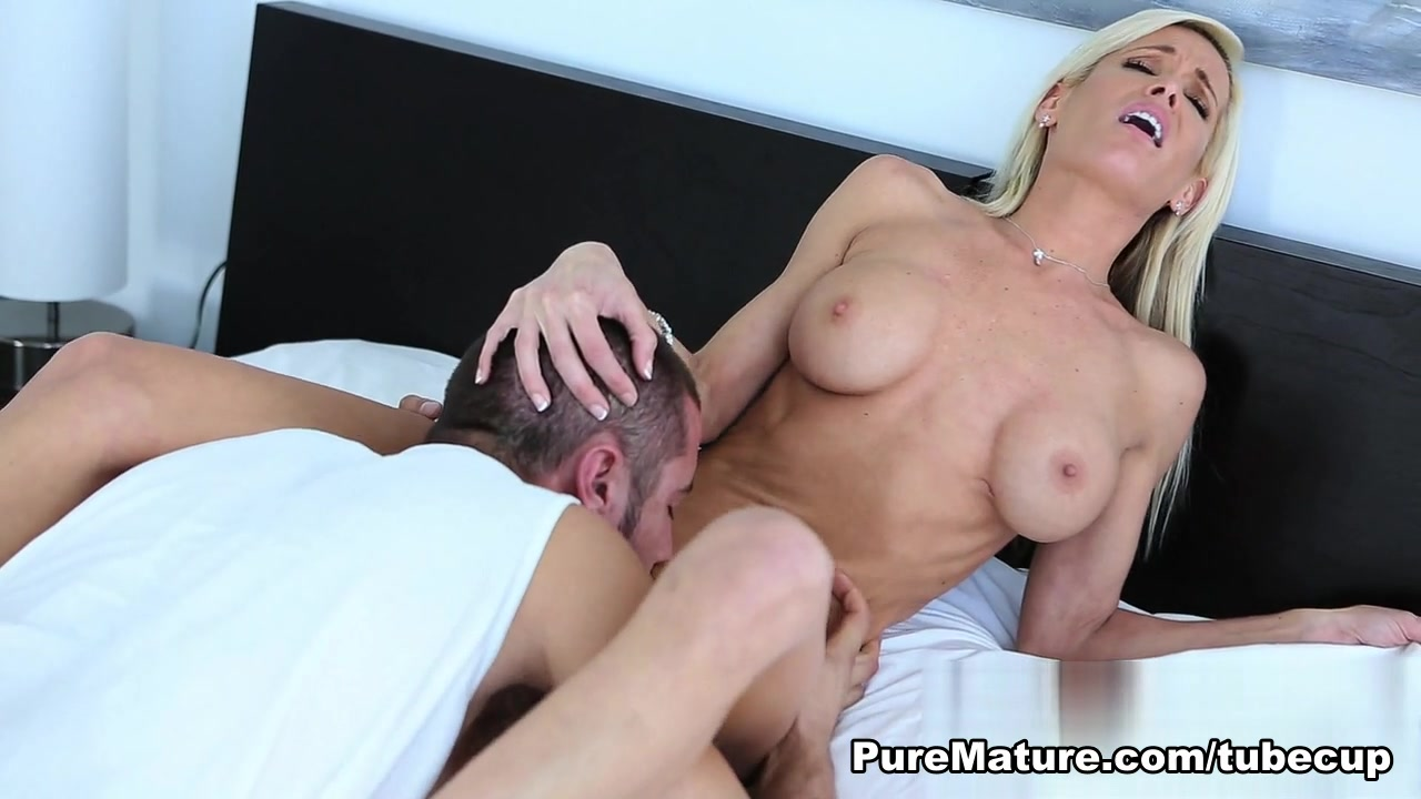 Hot Nude Arnold schwarzenegger son dating miley cyrus
