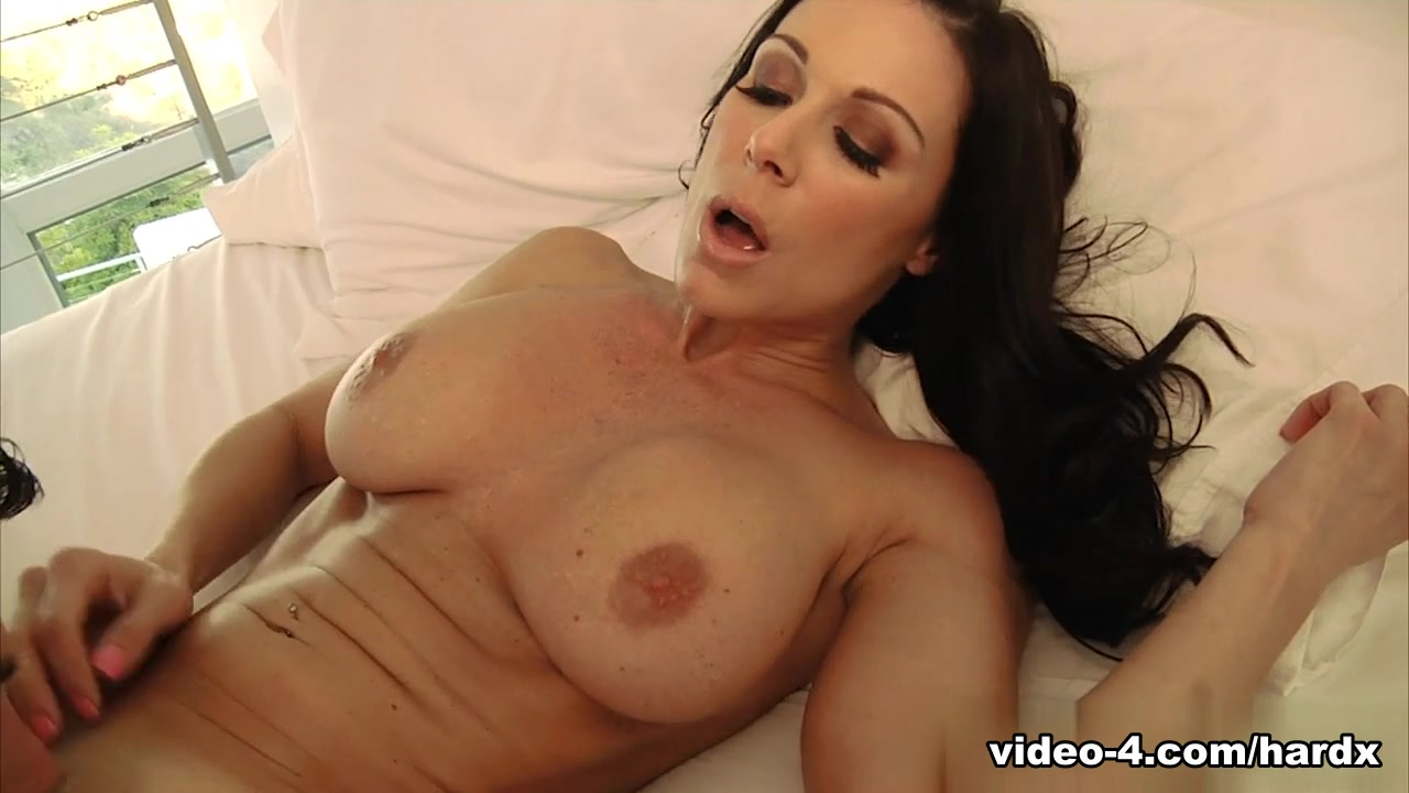 xXx Galleries Sunny leone hot pics nude