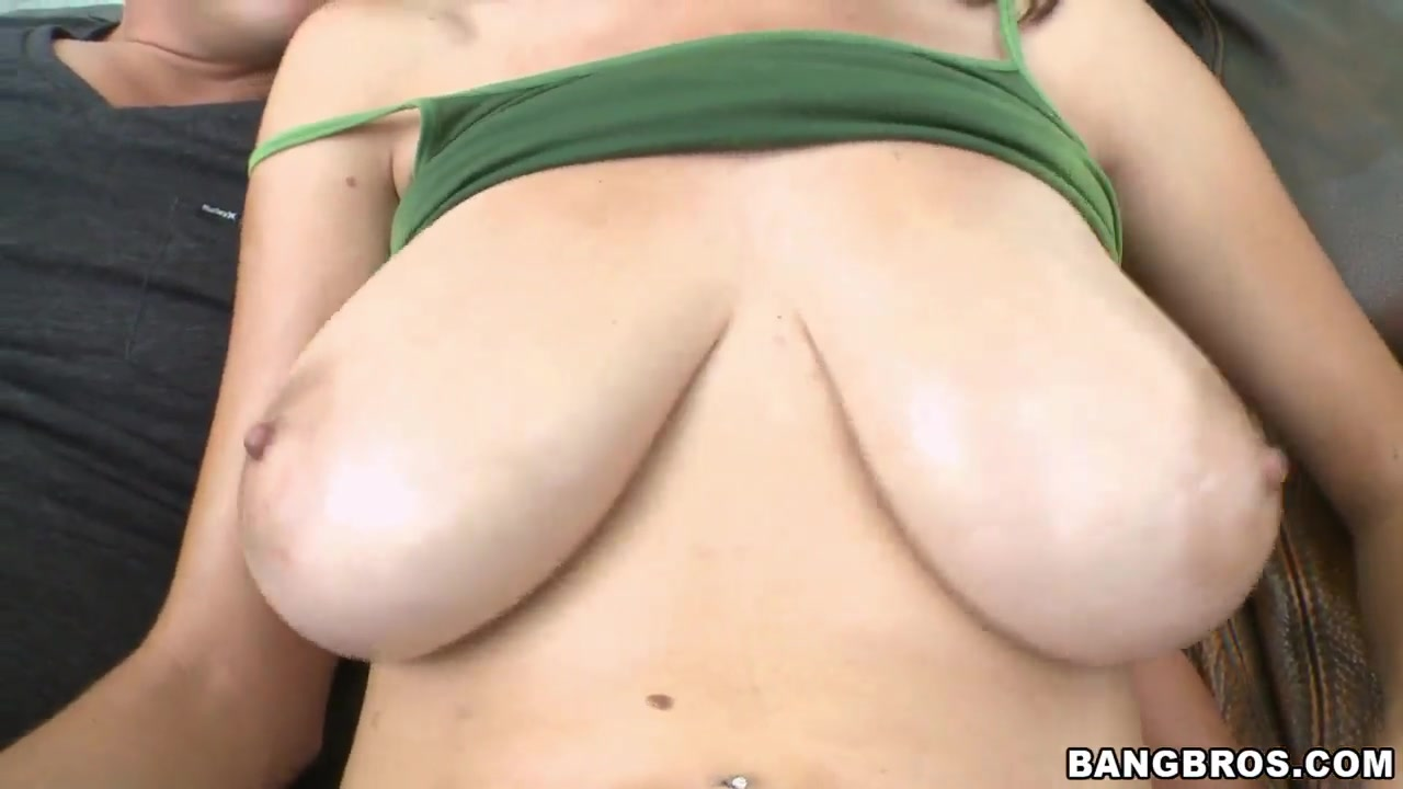 Hot Nude Ebony puffy nipples