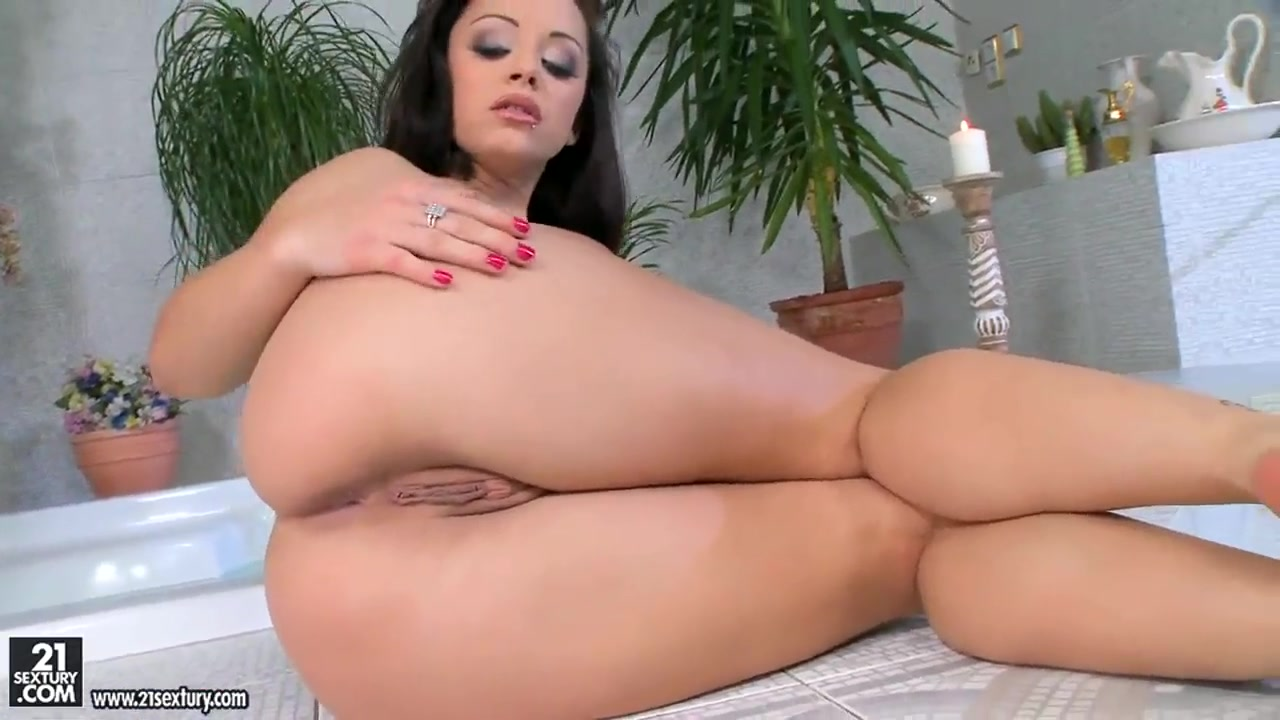 Nude 18+ Mature glory hole pics