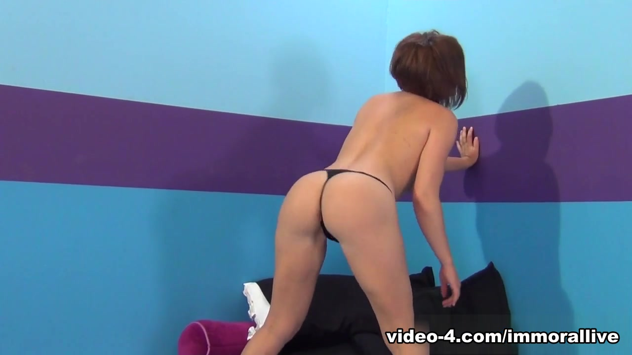 XXX Video Girl gets immense pleasure of playing with pecker
