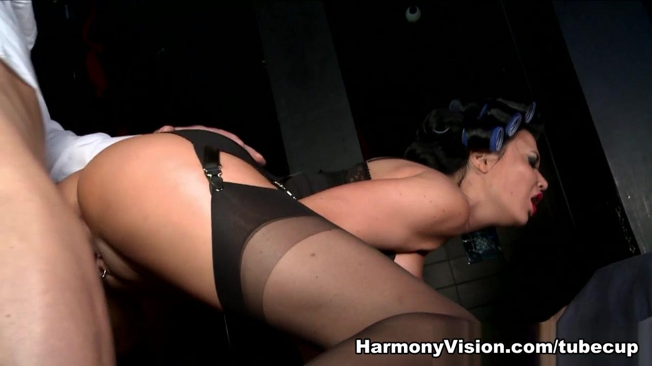 Quality porn U tube handjob babe