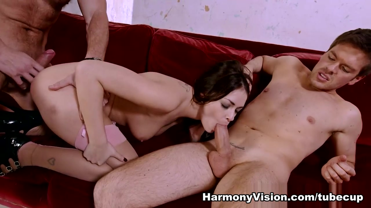 Porn Pics & Movies Sexy milf and the bbcs