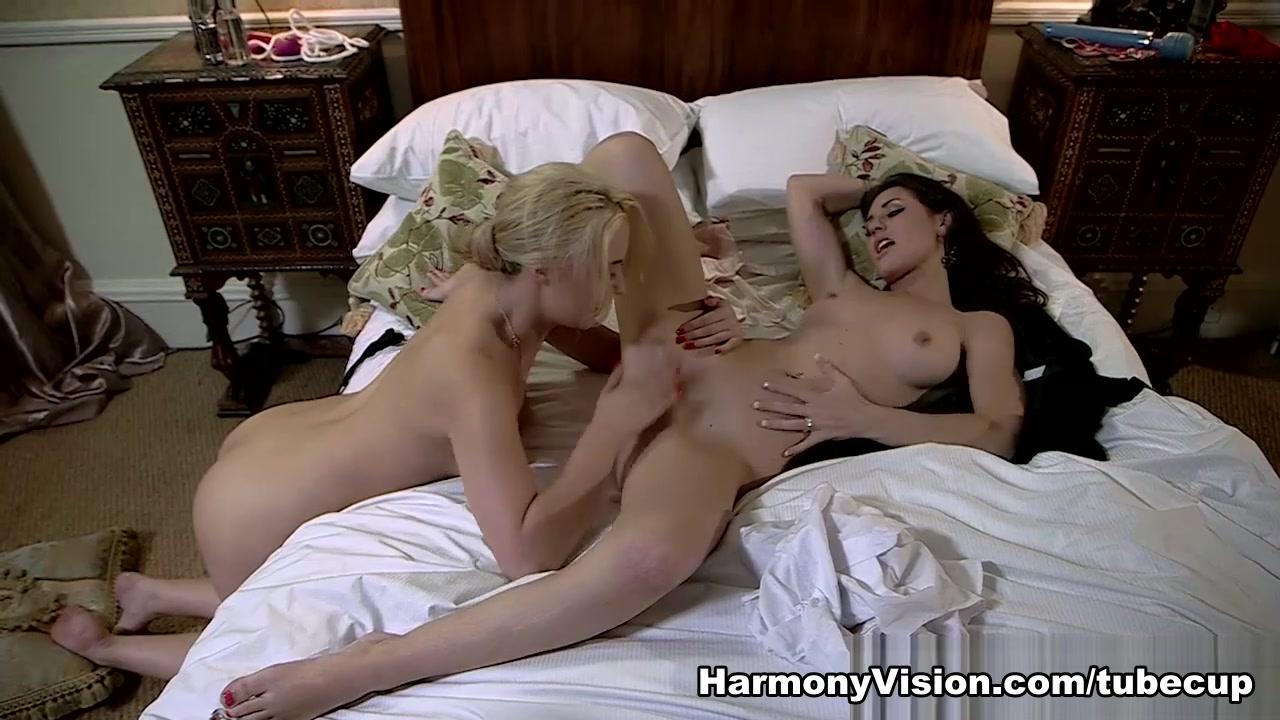 Foot lesbo homemade orgasim