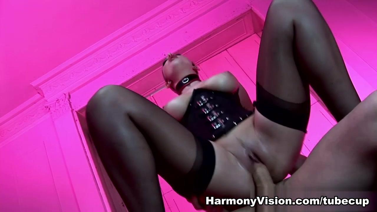 Busty milf seduces Porn archive