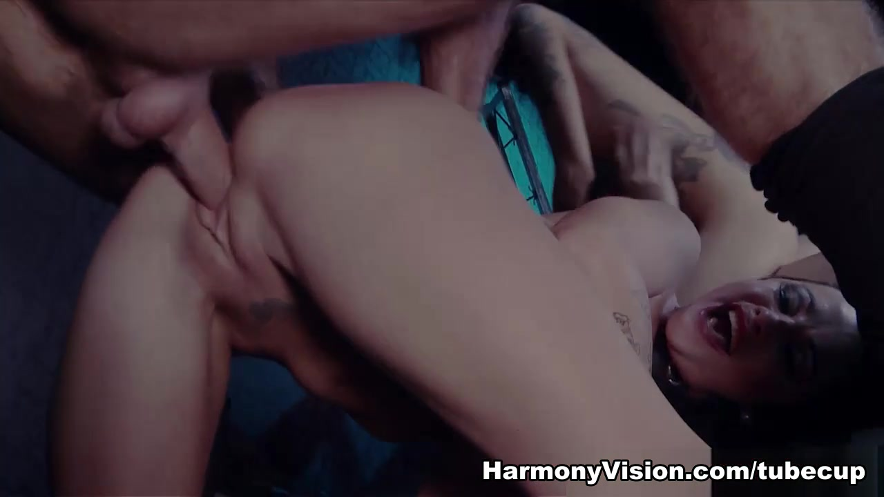Porn tube Huge tits erect nipples