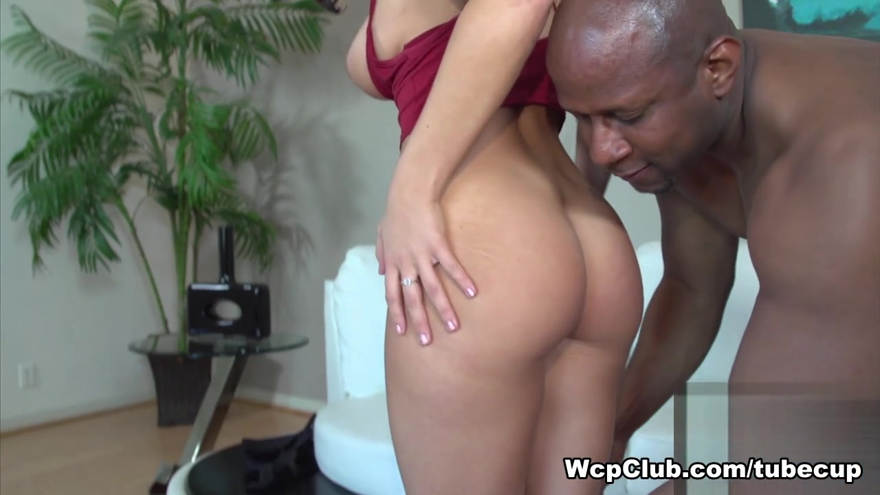 Hot Nude Hookup a black guy as a white woman