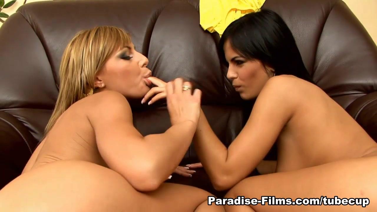 Sexy Latinas porno lesbiana