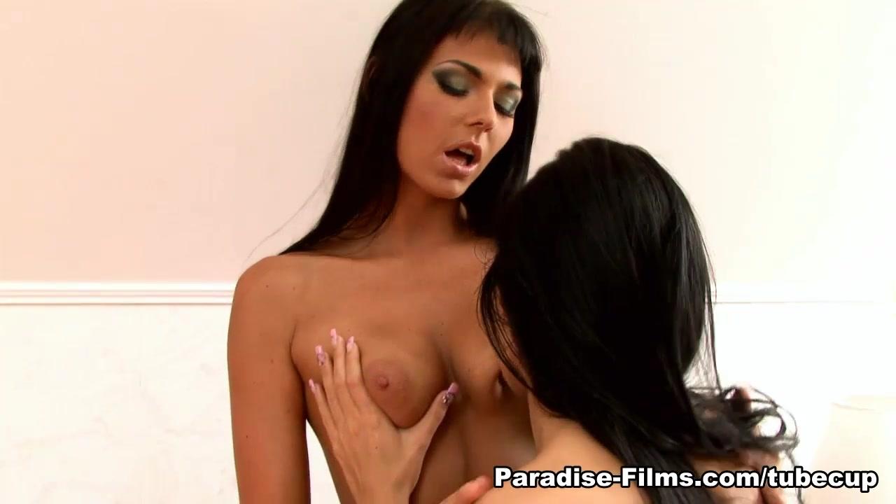 French lesbea sluty licking pussy