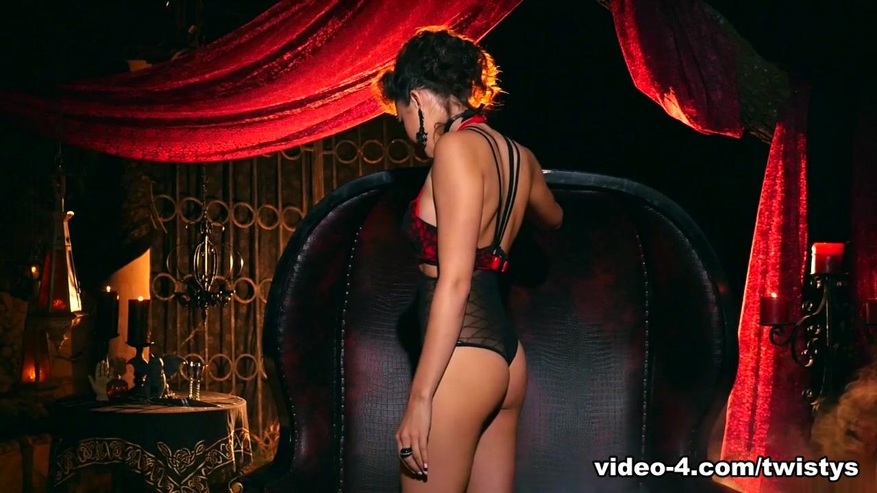 Max meryl dating 2019 Nude gallery
