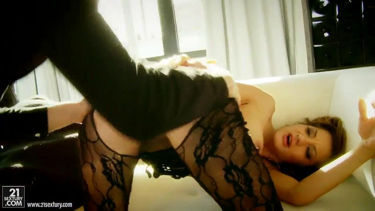 Pron Videos Kelly kelly flashes boobs