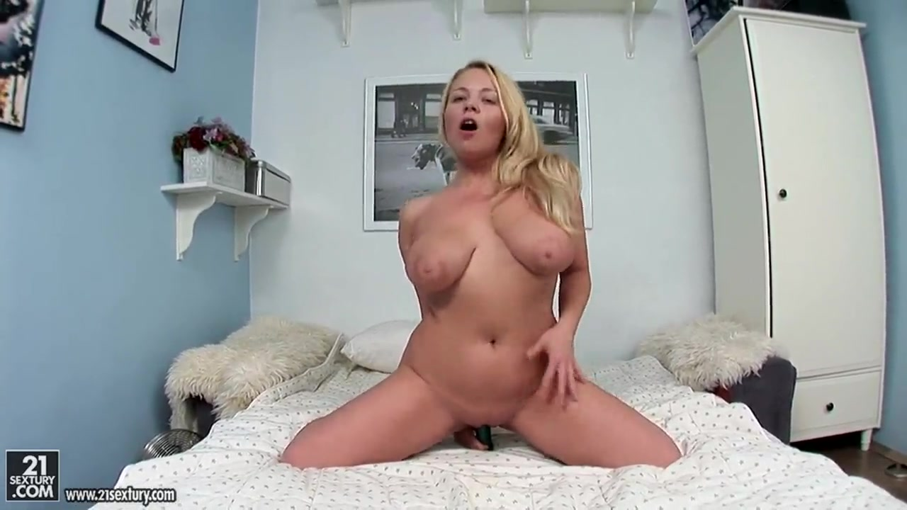 Porn pic Girls gets fucked over the desk