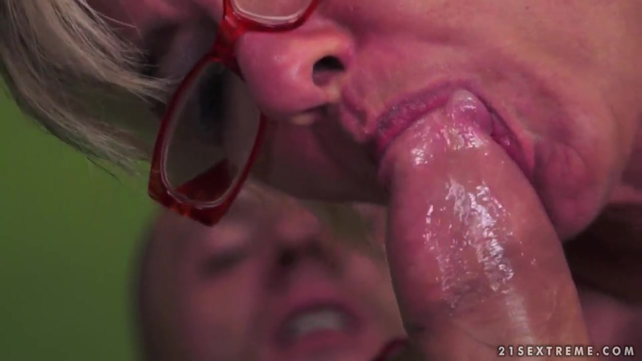 Porn clips Brutal dildo pussy
