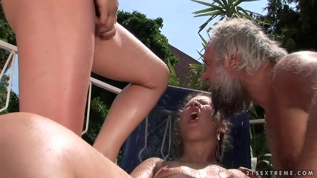 New porn Ebony shemale on shemale