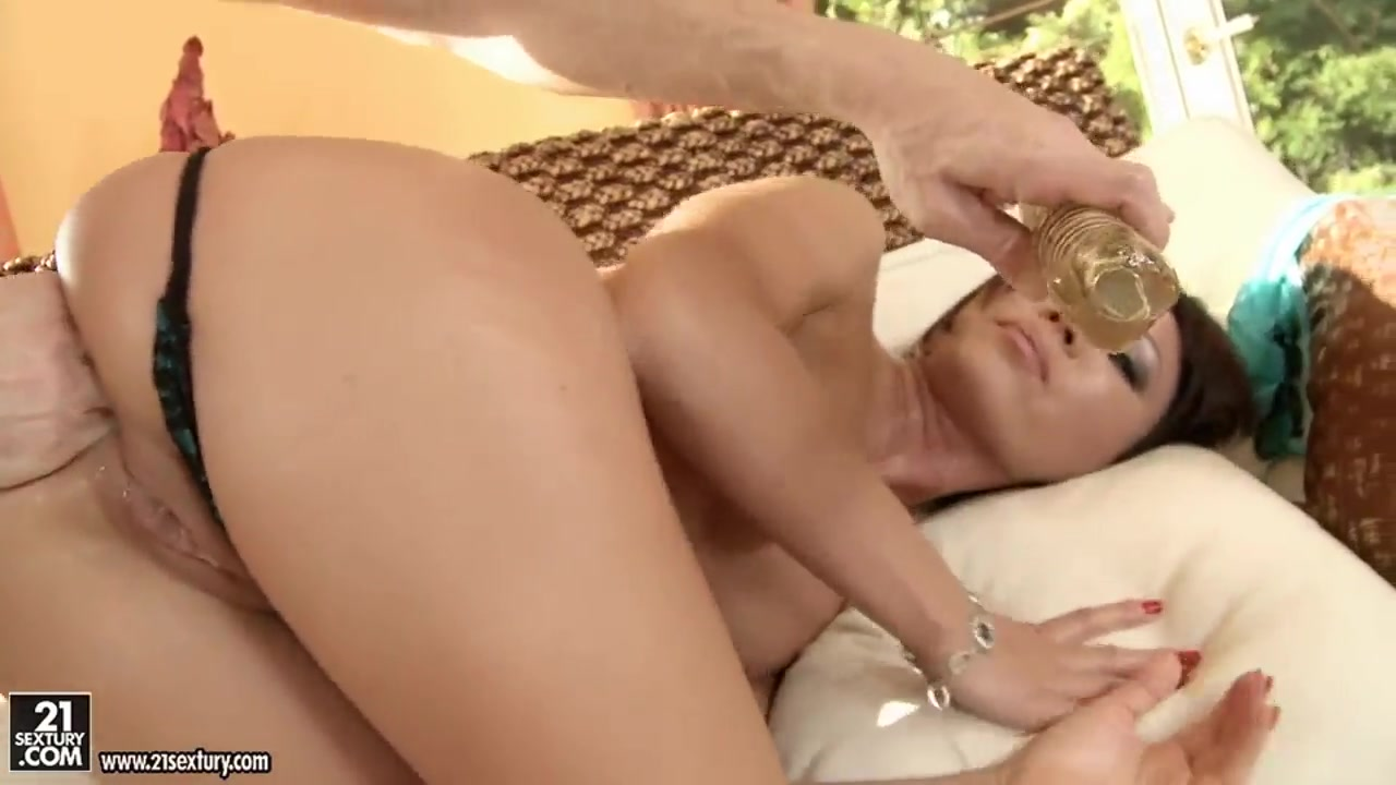 xXx Photo Galleries Her hairy mature pussy needs sex