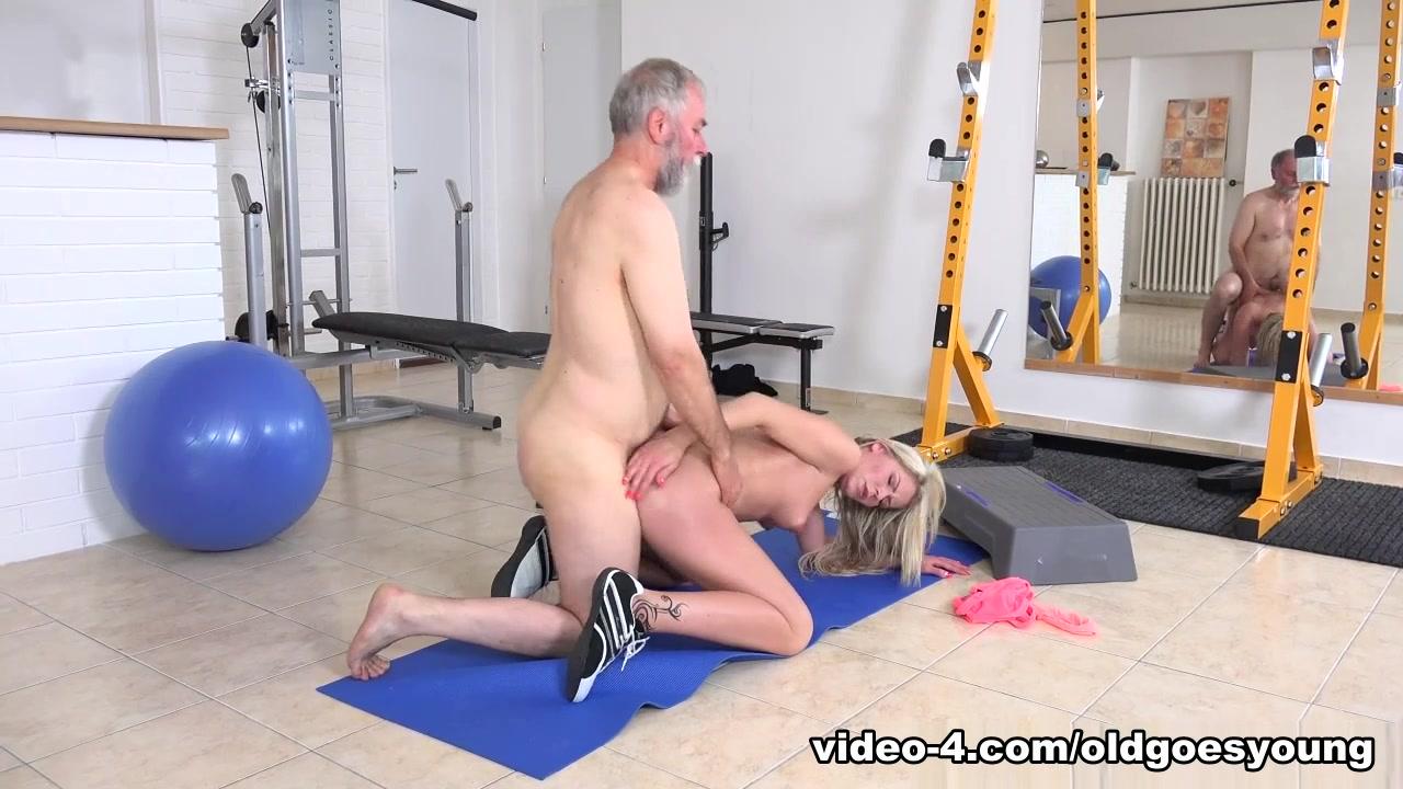 Fat ass milf tight leggings XXX Photo