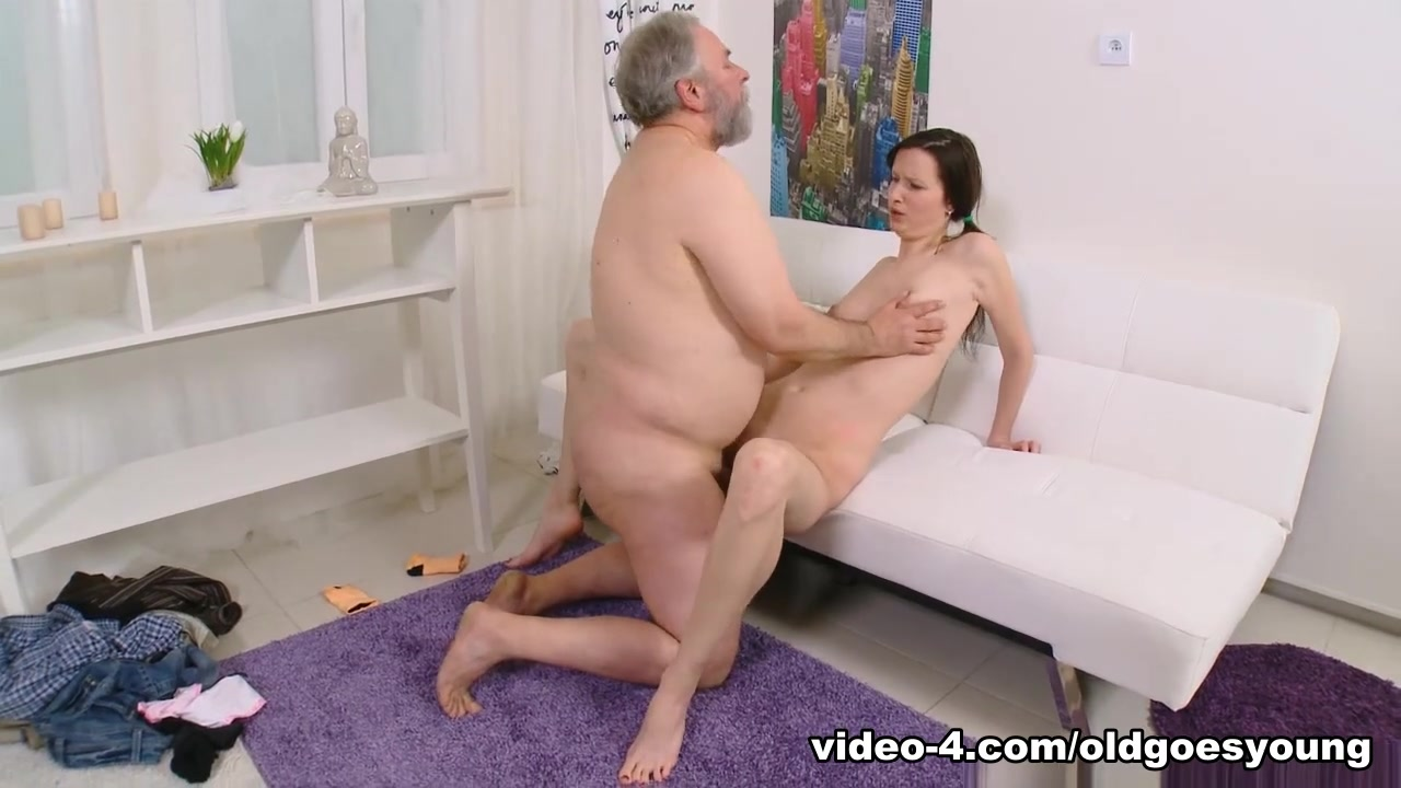 Hot Nude gallery Eager bbw fucks him while wife leaves