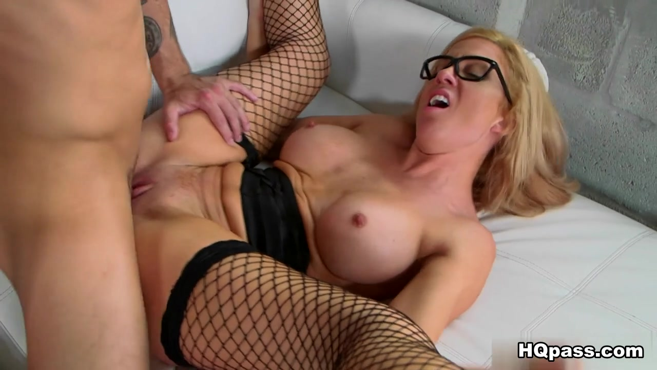 Porn tube Worshipping a cutie in sexy stockings