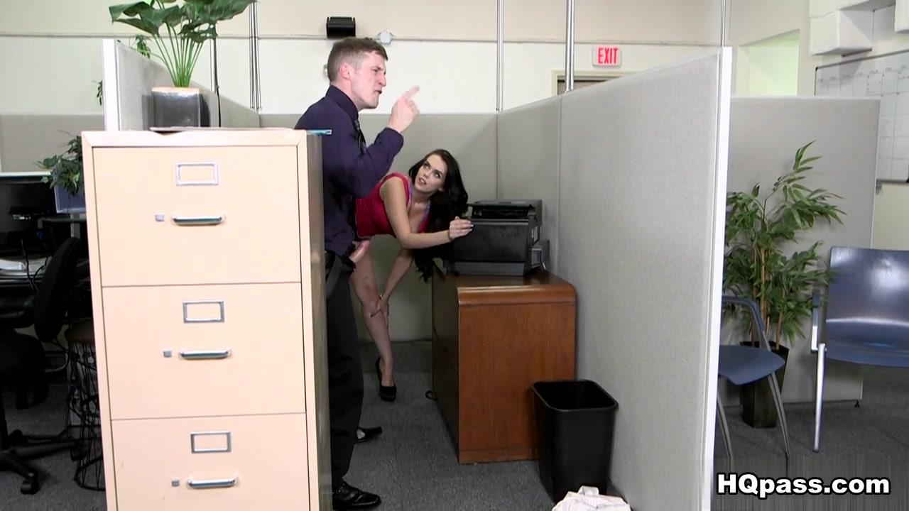Pron Videos Guy pising on nude girl