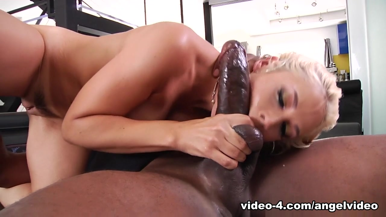 Free ebony lesbian strapon Sex photo