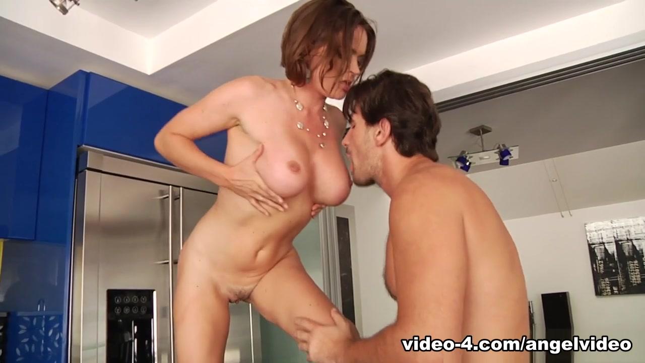 Porn clips Shapely women