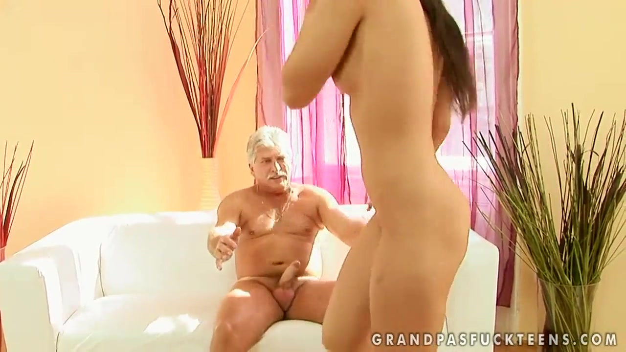 Pics Gallery Mature woman showing big ass